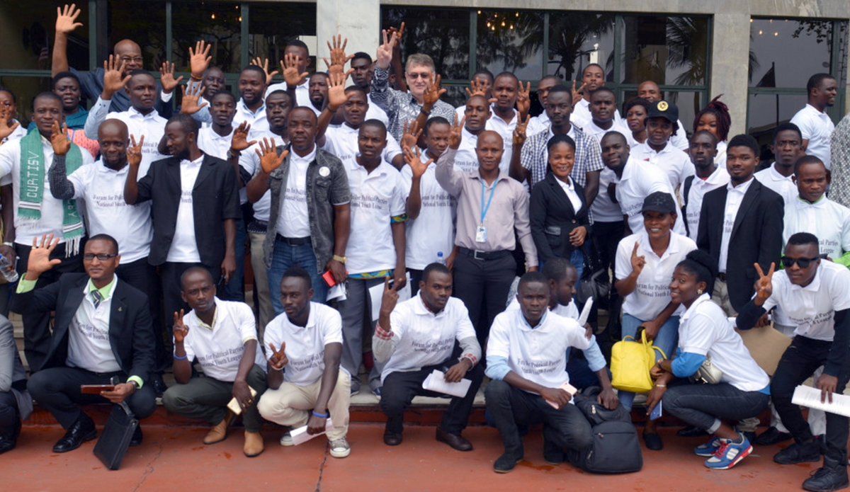 Liberian Youth Sign the Peace Declaration | UNMIL