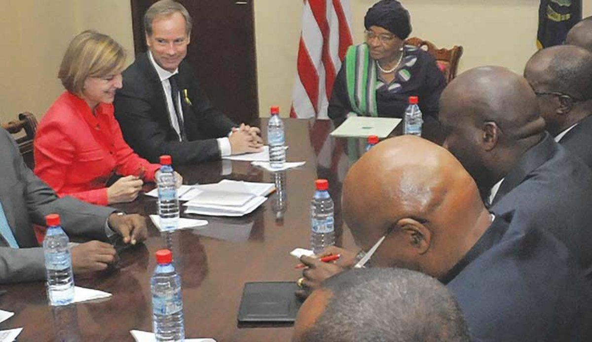 Ambassador Olof Skoog meets President Ellen Johnson Sirleaf of Liberia
