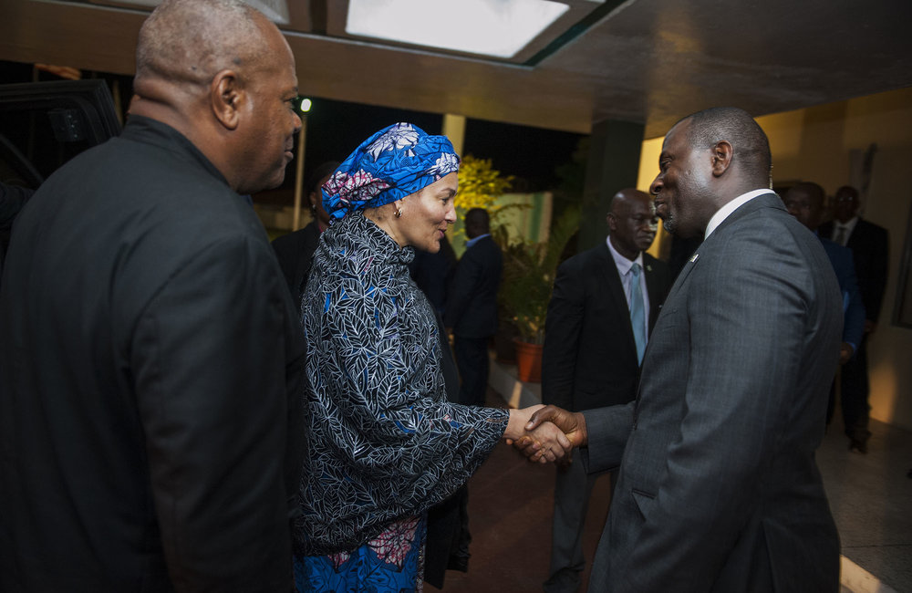 21 March 2018. Monrovia: (Center) The United Nations Deputy Secretary General,  Amina J. Mohammed, greets (right) the acting Minister of Foreign Affair of Liberia, Elias B. Shoniyi, at her arrival at the Roberts International Airport in Harbel, Liberia. Amina J. Mohammed is visiting the country to attend the celebrations of the completion of the UNMIL Mandate. Photo by Albert Gonzalez Farran - UNMIL