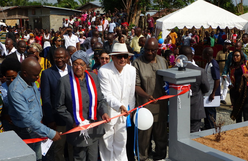 Special Representative of the Secretary-General and Head of UNMIL (SRSG) Farid Zarif and President Ellen Johnson-Sirleaf cutting the inaugural ribbon of Du-Port Road Community Memorial Site