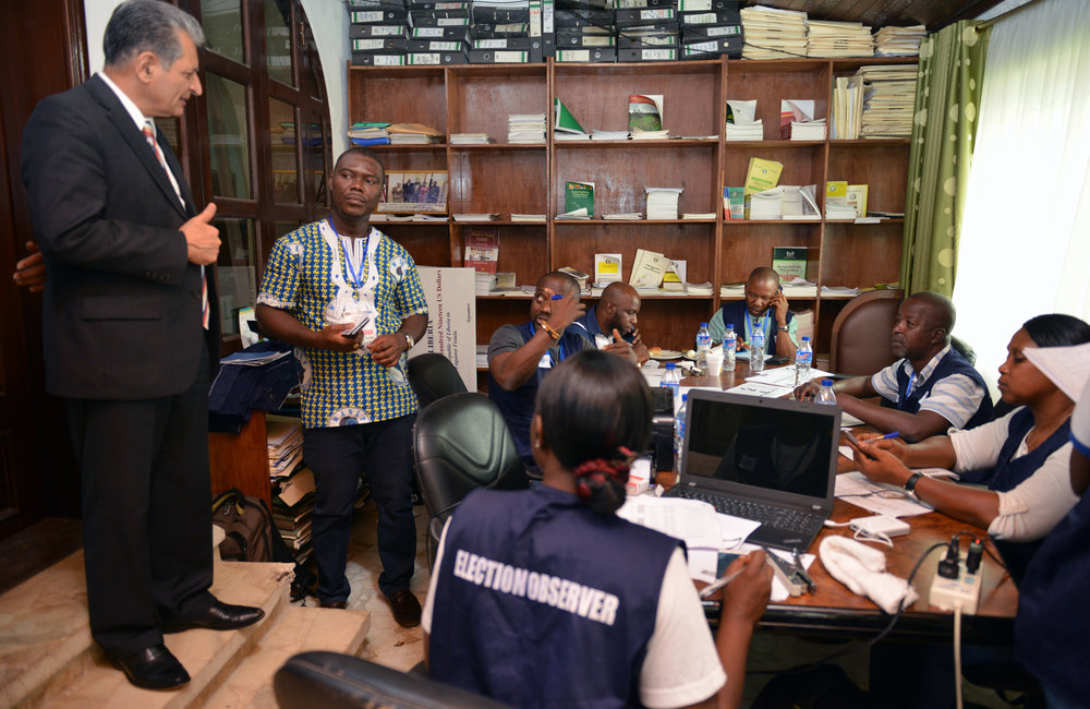 26 December 2017, Presidential Runoff Election Special Representative of the Secretary-General(SRSG) Farid Zarif visited the ECOWAS situations room staffers. ©UNMIL Photo: Shpend Berbatovci