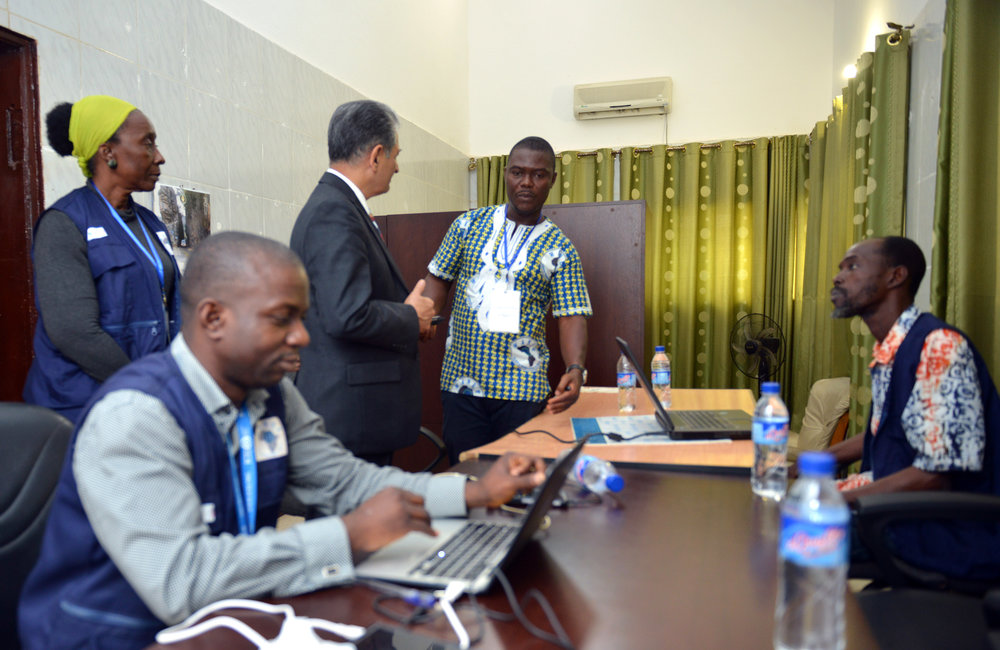 26 December 2017, Presidential Runoff Election Special Representative of the Secretary-General(SRSG) Farid Zarif visited the ECOWAS situations room analysts. ©UNMIL Photo: Shpend Berbatovci