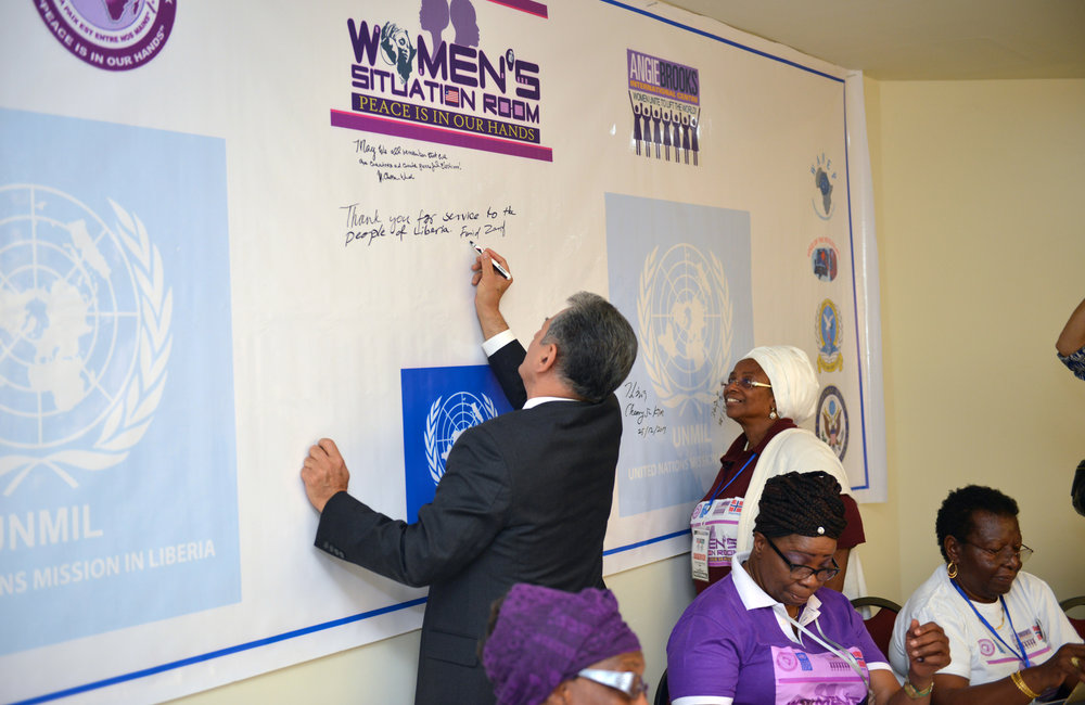 26 December 2017, Presidential Runoff Election Special Representative of the Secretary-General(SRSG) Farid Zarif signing on the banner at the meeting with representatives of the Women Situation Room (WSR). ©UNMIL Photo: Shpend Berbatovci